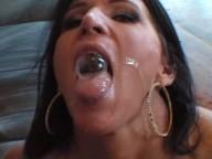 Vidéo porno mobile : Gourmandise black pour la cougar